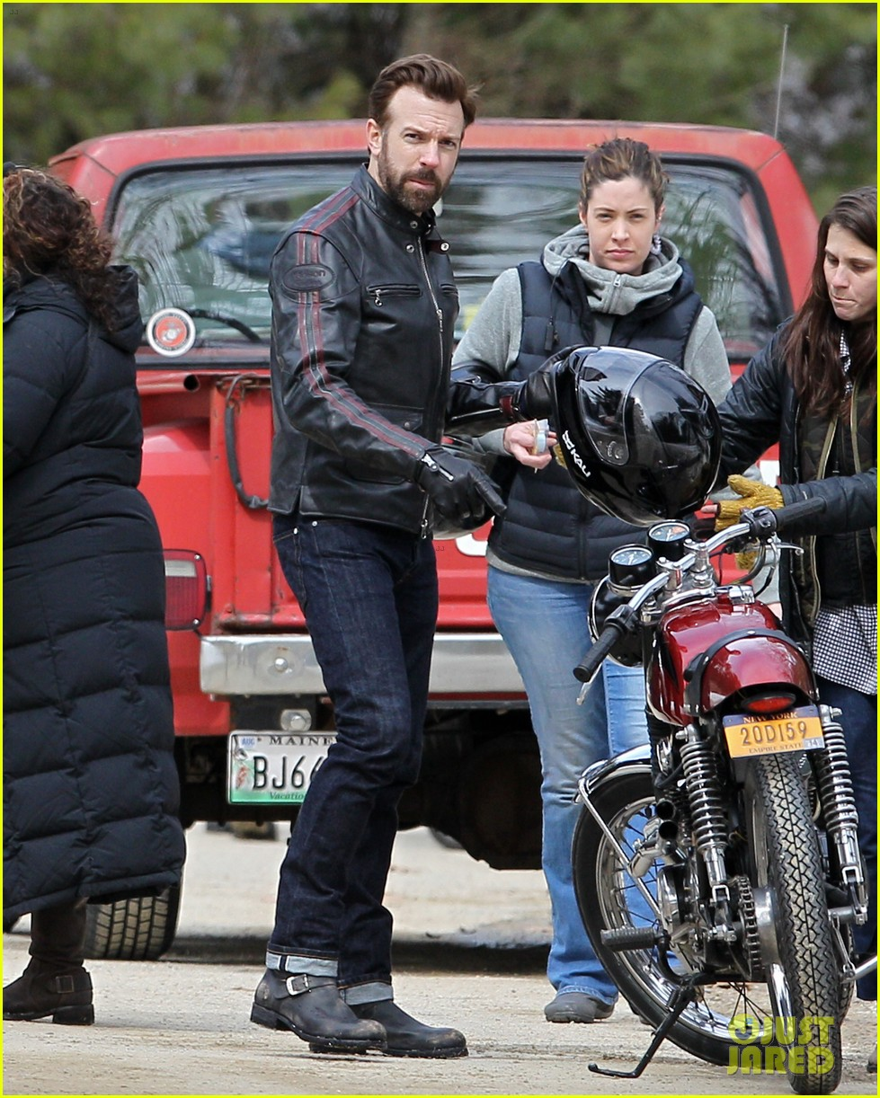 jason sudeikis rebecca hall start work on tumbledown 063077825