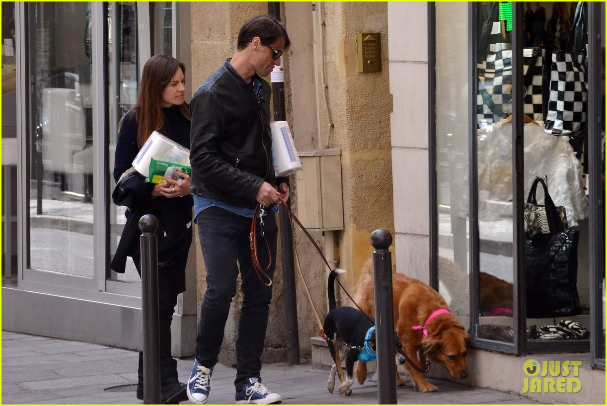 hilary swank treats her two rescue pups to a leisurely parisian stroll 013077026
