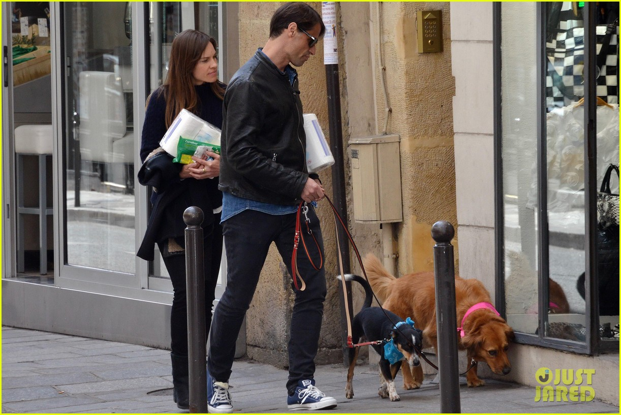 hilary swank treats her two rescue pups to a leisurely parisian stroll 063077031