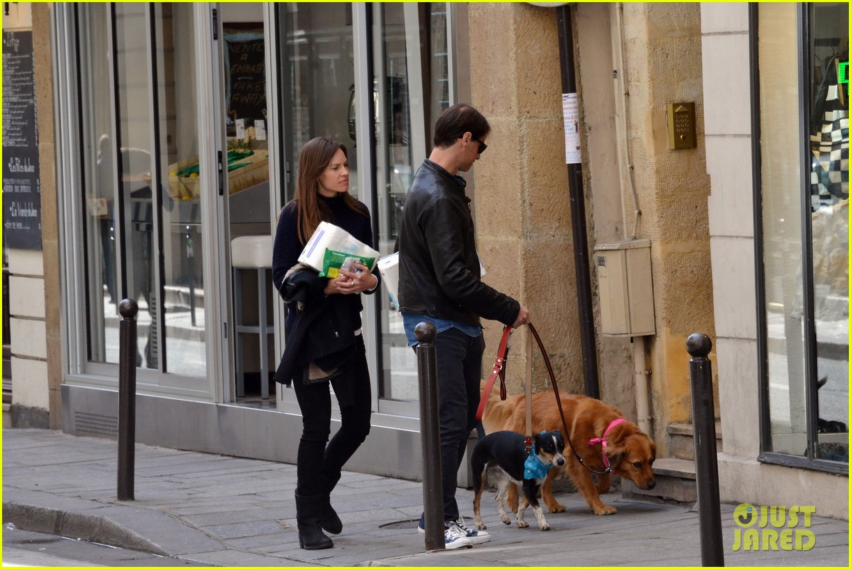 hilary swank treats her two rescue pups to a leisurely parisian stroll 07