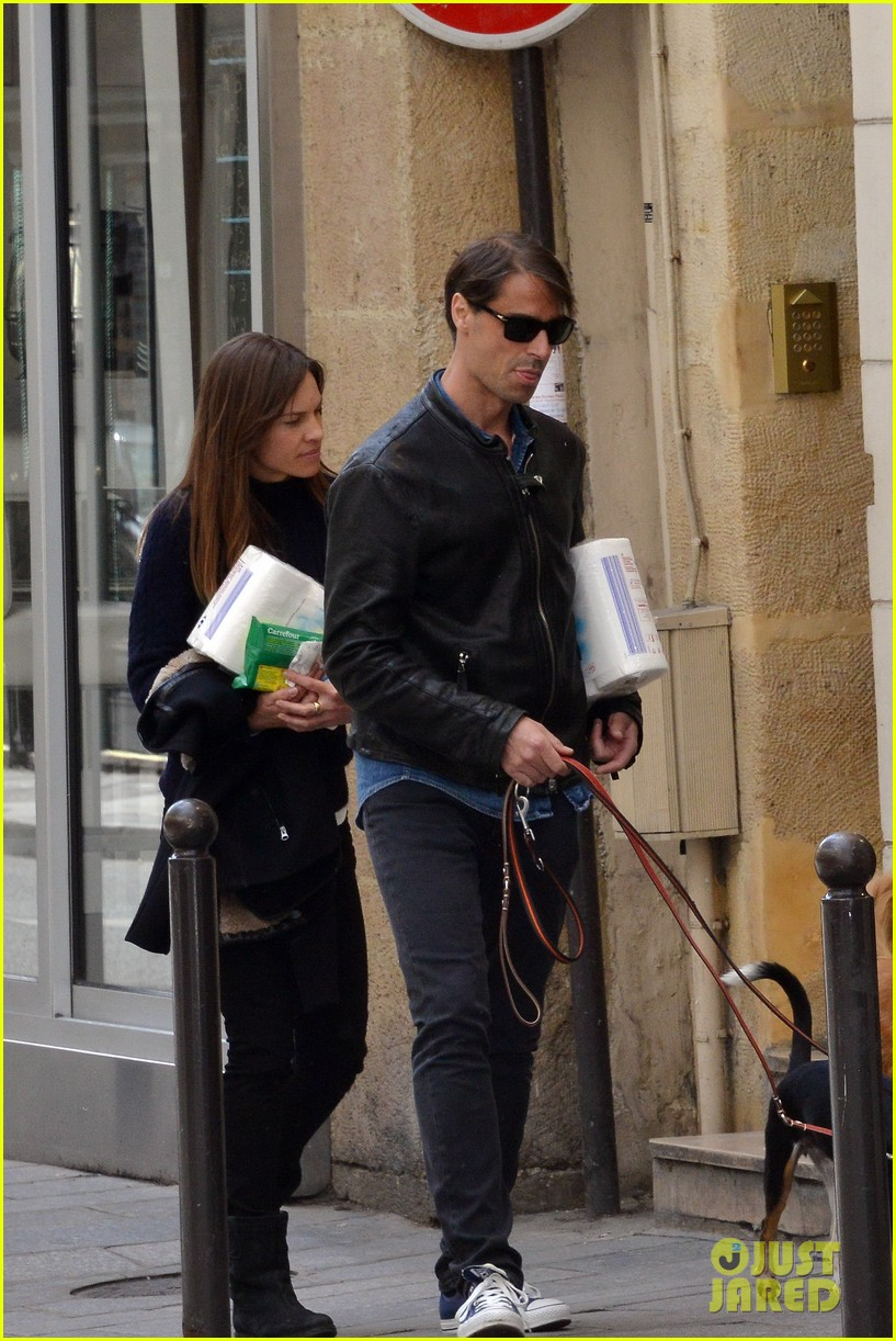 hilary swank treats her two rescue pups to a leisurely parisian stroll 113077036