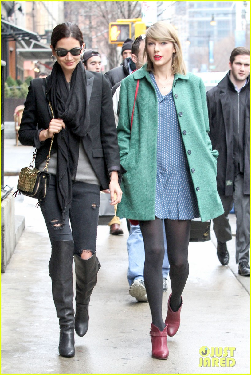 taylor swift grabs lunch with model lily aldridge 053080626