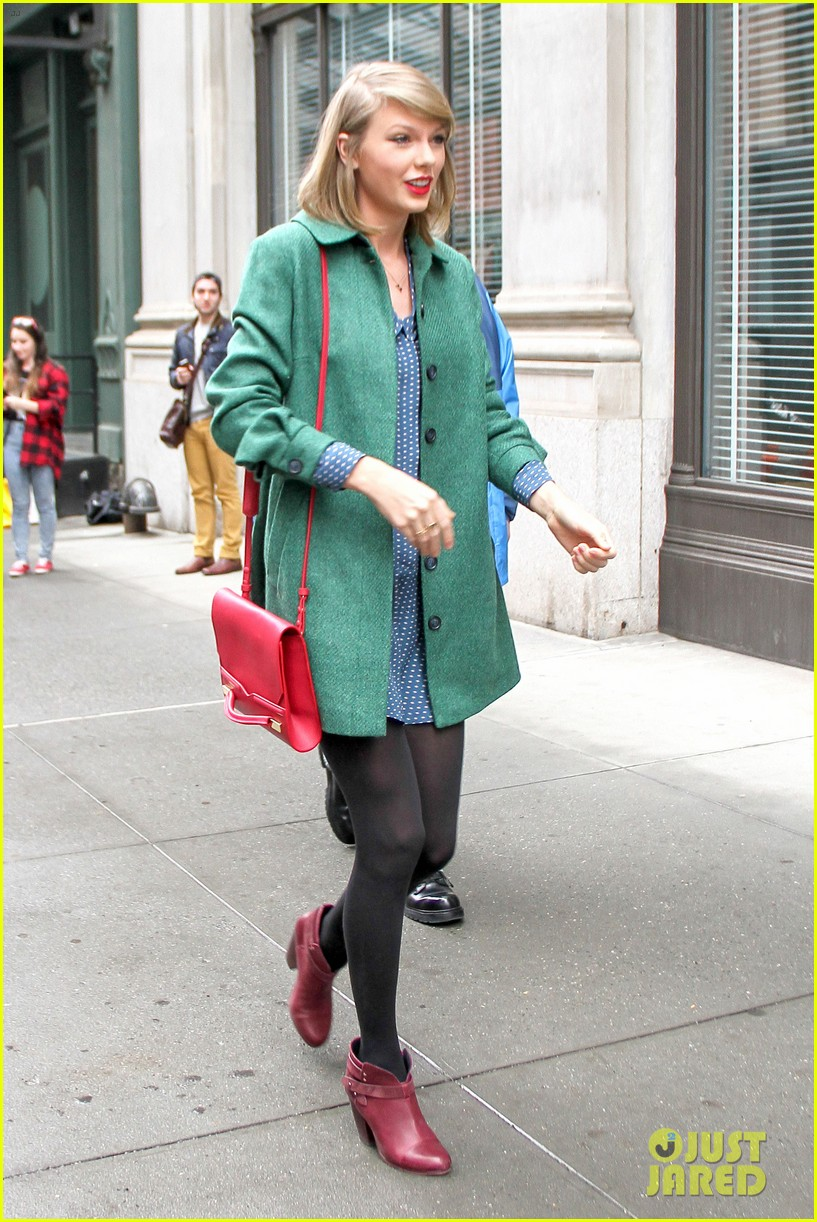taylor swift grabs lunch with model lily aldridge 063080627