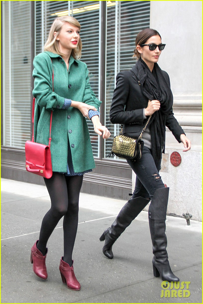taylor swift grabs lunch with model lily aldridge 103080631