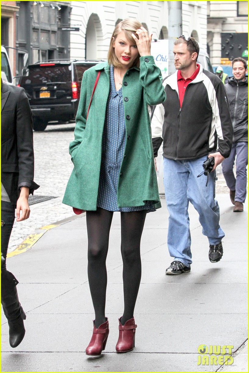 taylor swift grabs lunch with model lily aldridge 153080636