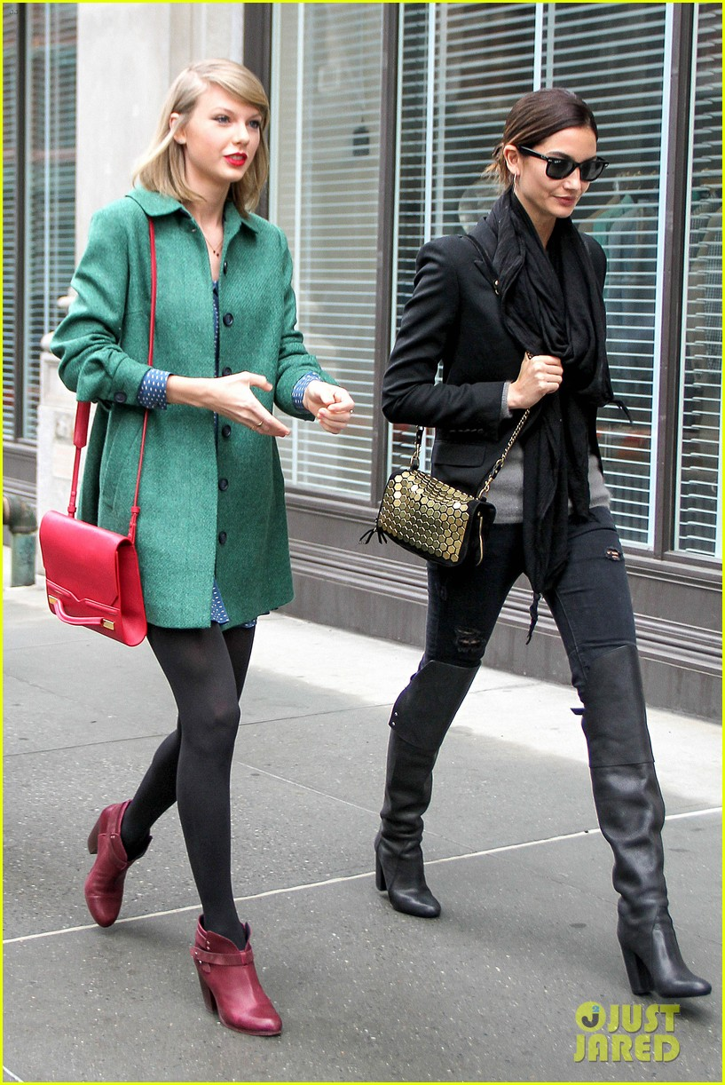 taylor swift grabs lunch with model lily aldridge 163080637