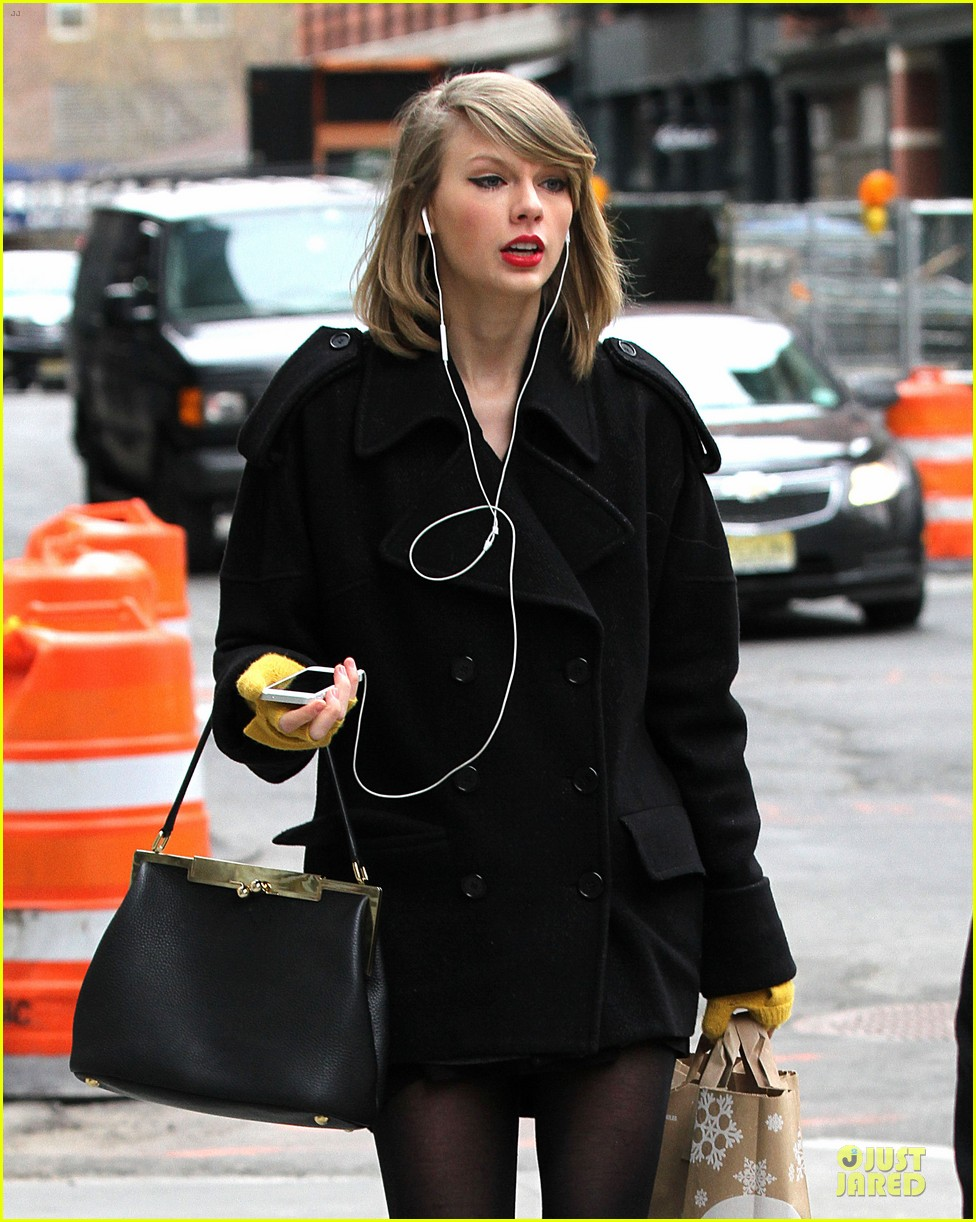 taylor swift paints to be creative 103078503