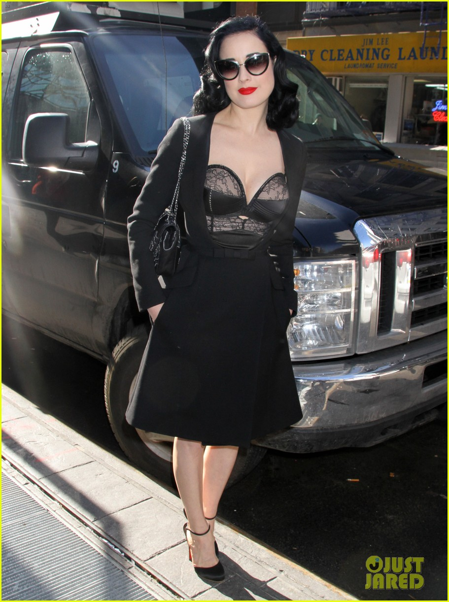 dita von teese stuns at her bloomingdales lingerie collection launch 08