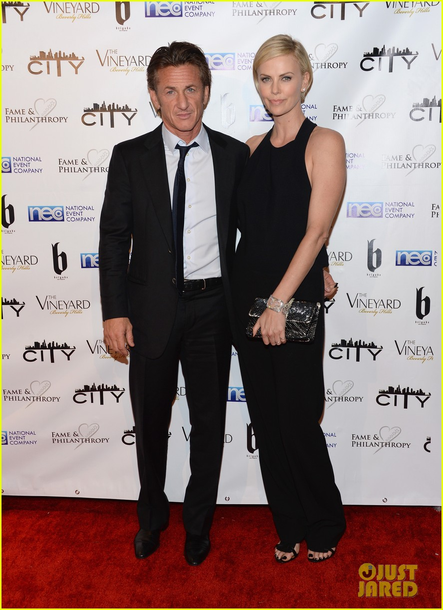 charlize theron sean penn walk first red carpet together at oscars 2014 party 013064640