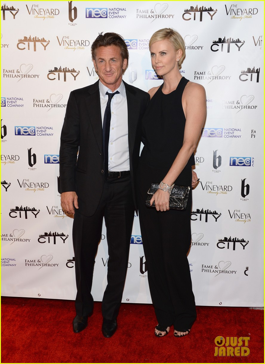 charlize theron sean penn walk first red carpet together at oscars 2014 party 083064647
