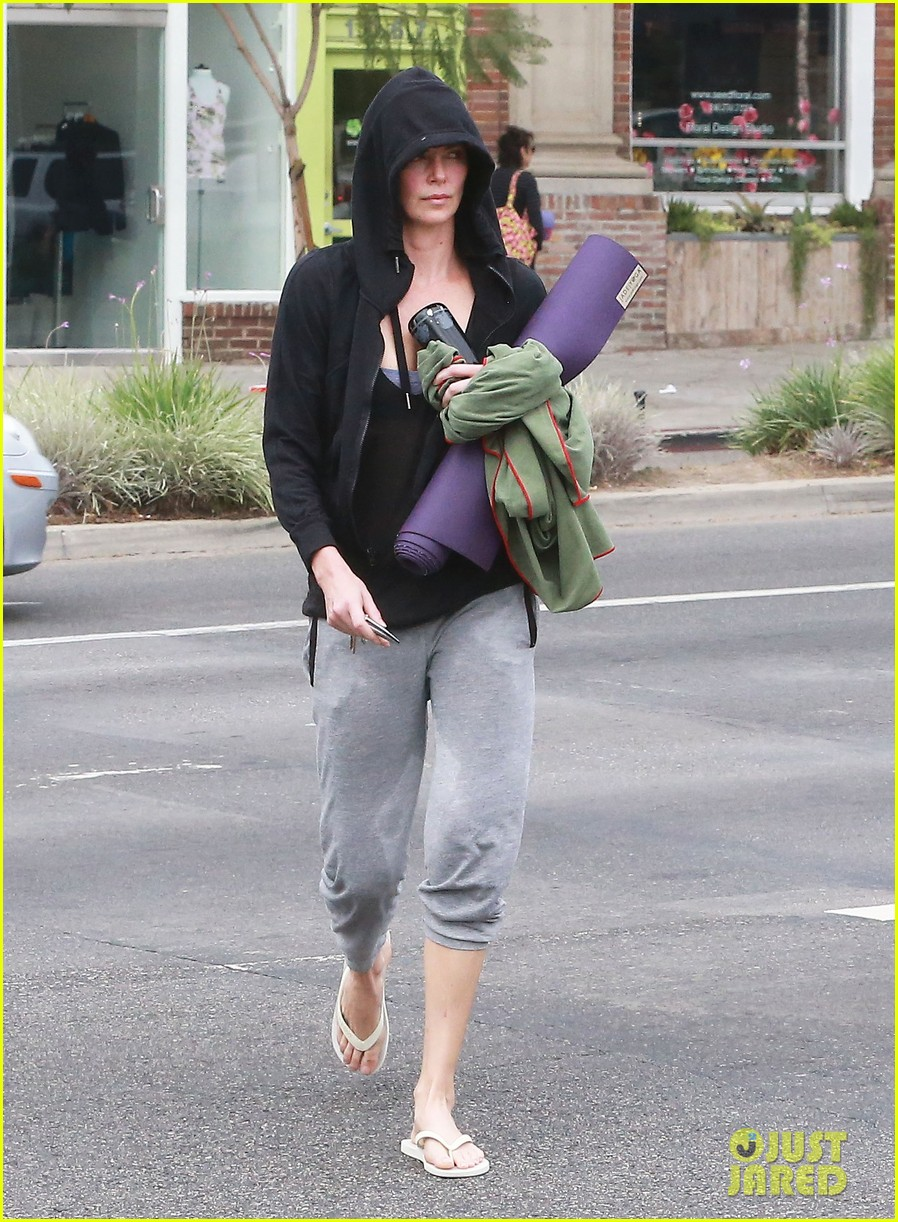 charlize theron always looks pretty even on a sunday morning after working out 173077130
