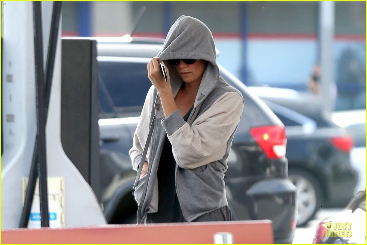 charlize theron beauty wont go unnoticed 073076188