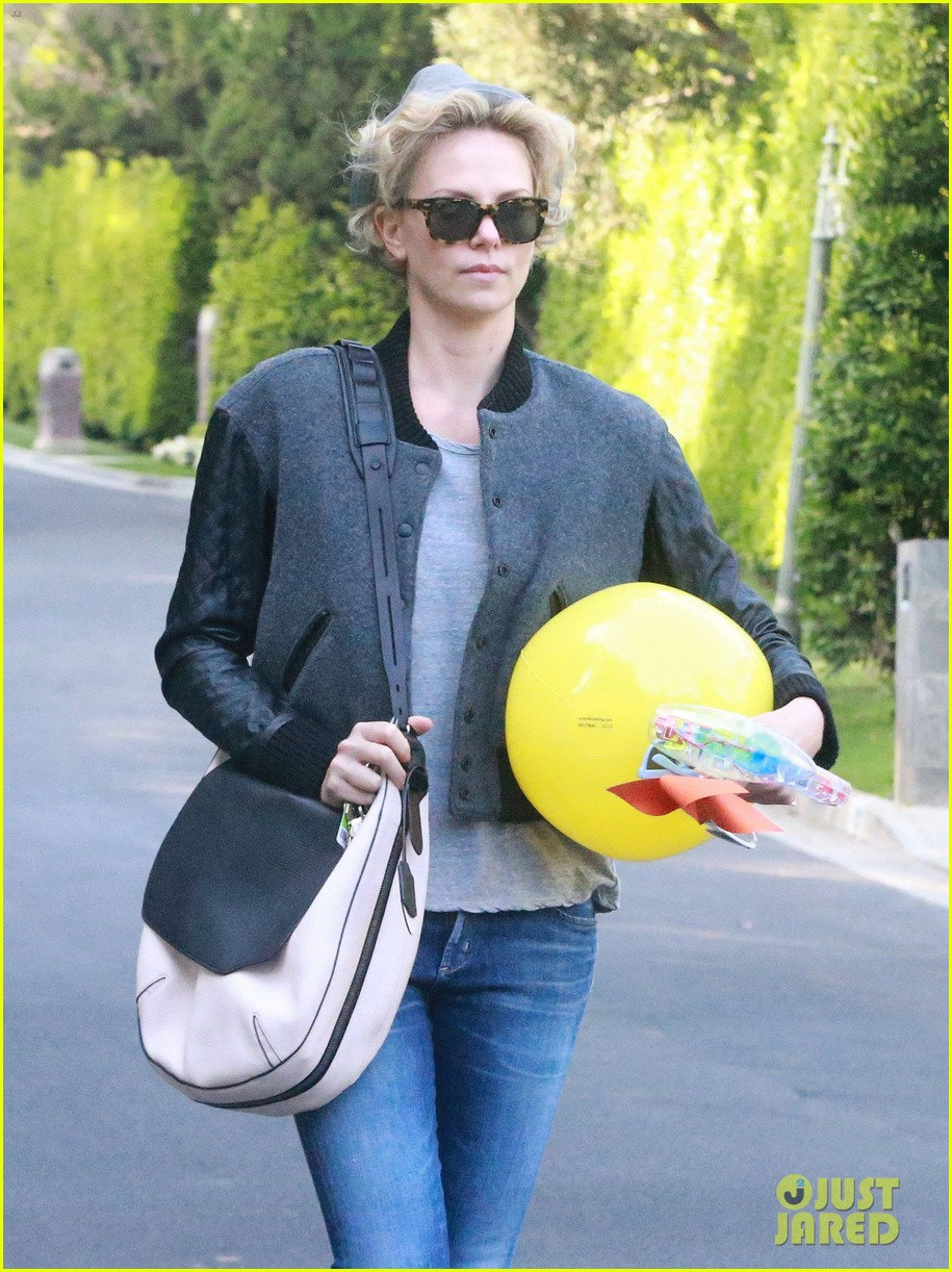 charlize theron attends party while 043076872