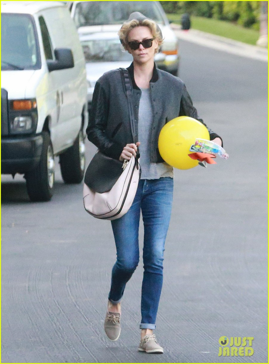 charlize theron attends party while 063076874