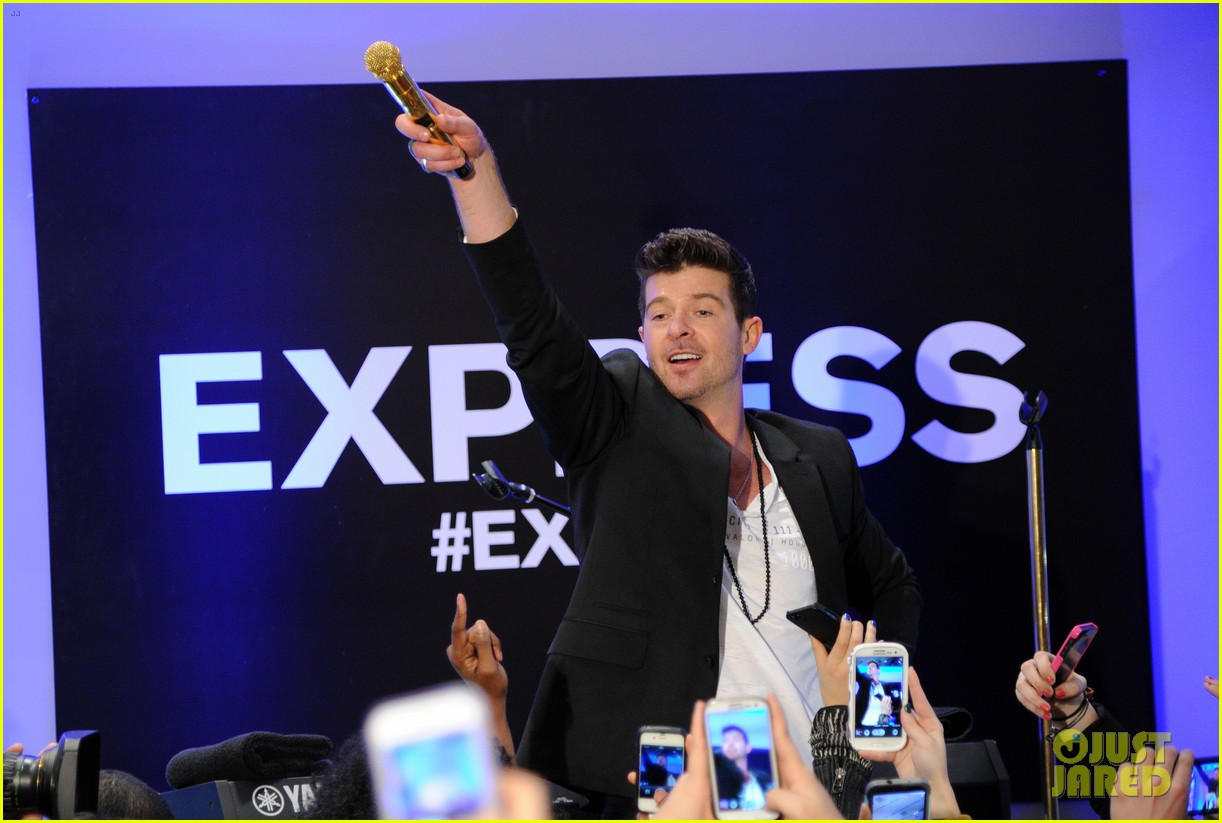 robin thicke hits the stage at express times square grand opening 02