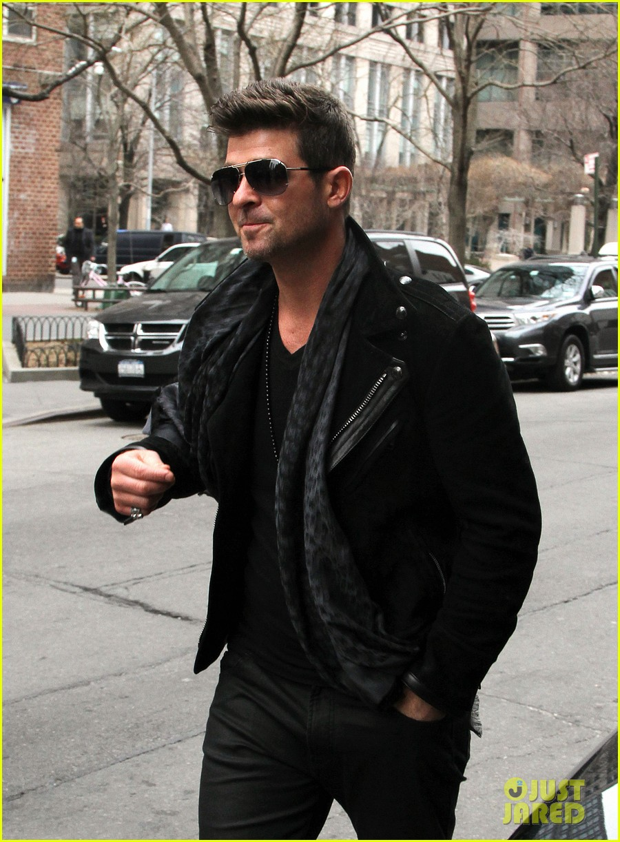 robin thicke hits the stage at express times square grand opening 033078780