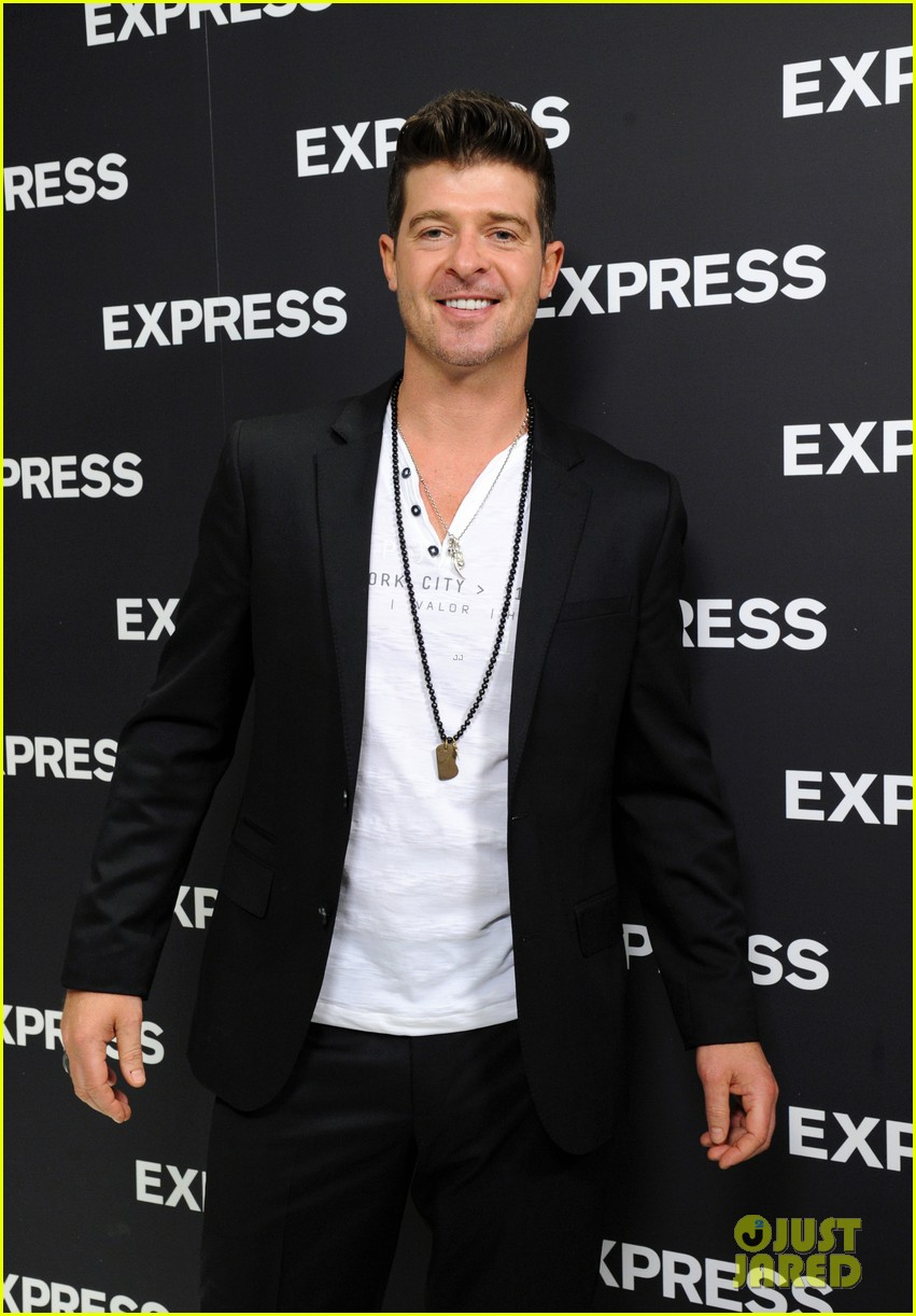 robin thicke hits the stage at express times square grand opening 043078781