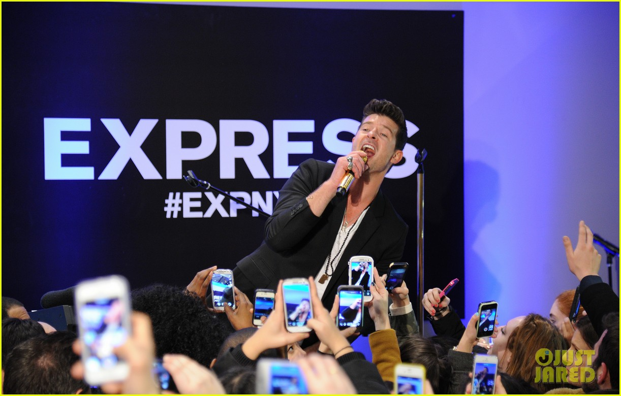 robin thicke hits the stage at express times square grand opening 053078782