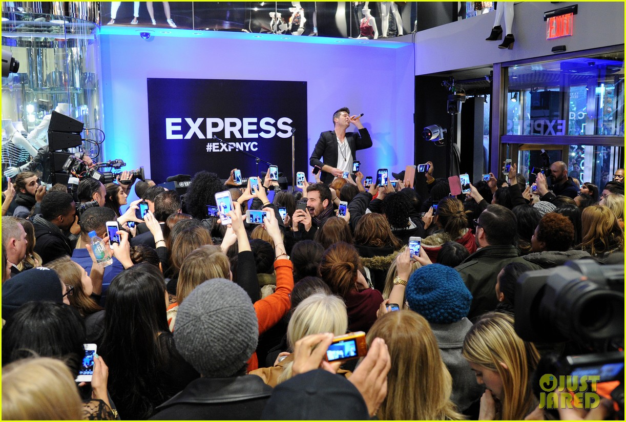 robin thicke hits the stage at express times square grand opening 083078785