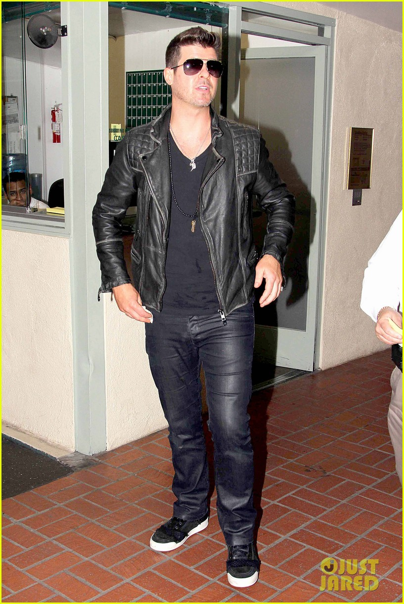 robin thicke partied with leonardo dicaprio for 37th birthday 013070501
