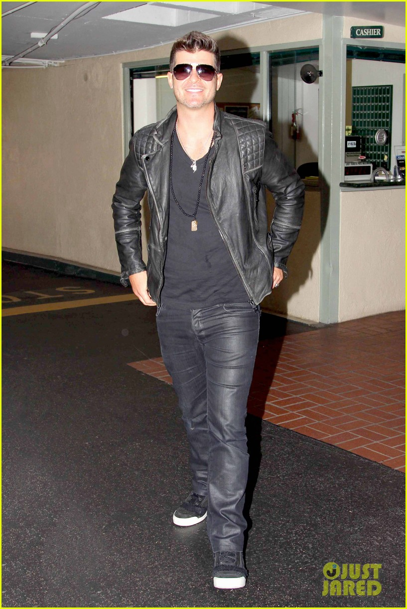 robin thicke partied with leonardo dicaprio for 37th birthday 063070506