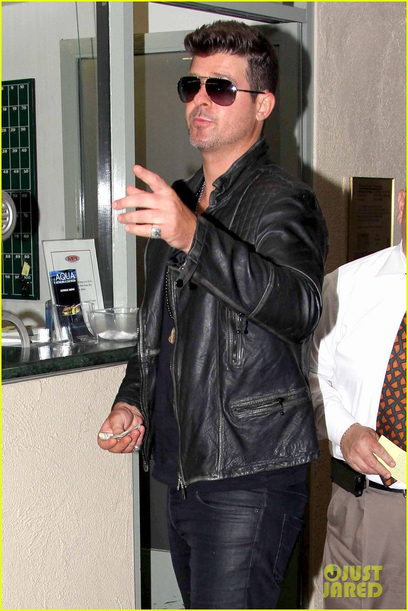 robin thicke partied with leonardo dicaprio for 37th birthday 113070511