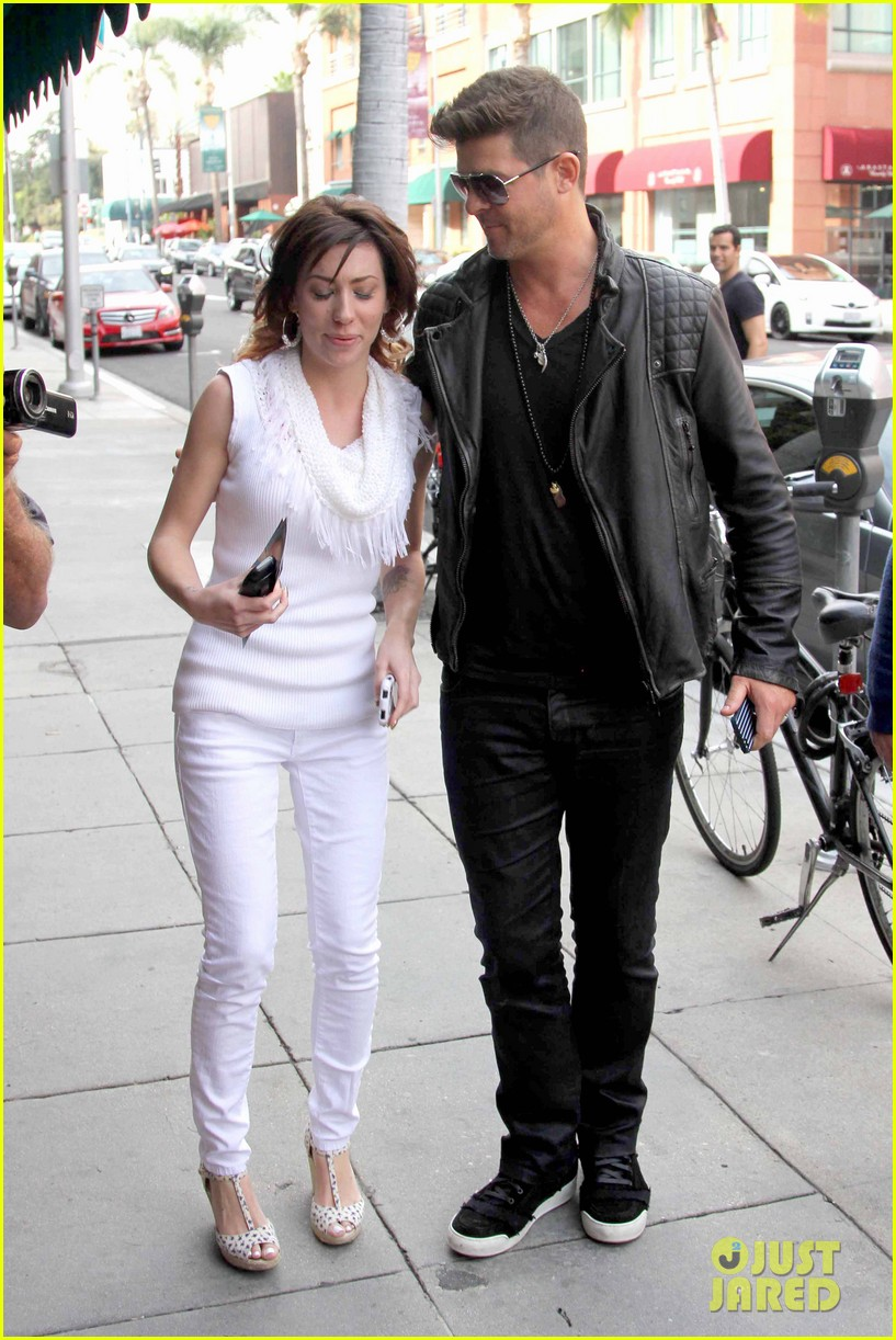 robin thicke partied with leonardo dicaprio for 37th birthday 123070512