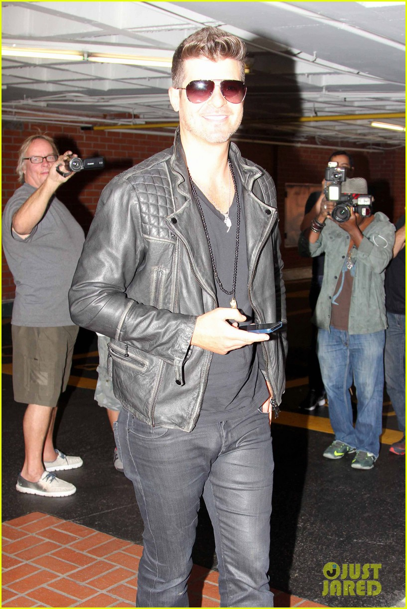 robin thicke partied with leonardo dicaprio for 37th birthday 163070516