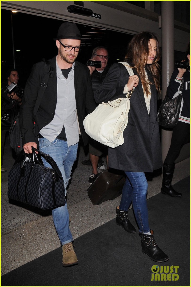 justin timberlake jessica biel home from barbados 053079390