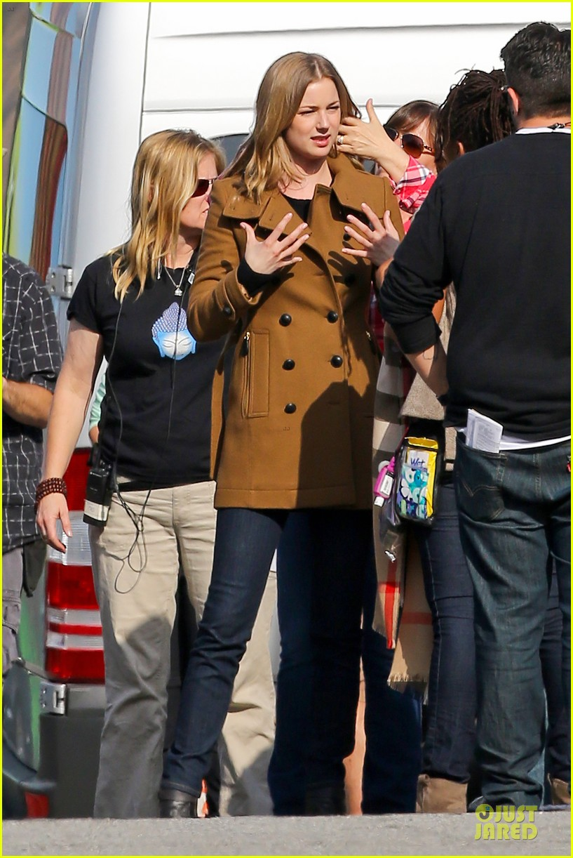 emily vancamp josh bowman wrapped up 18
