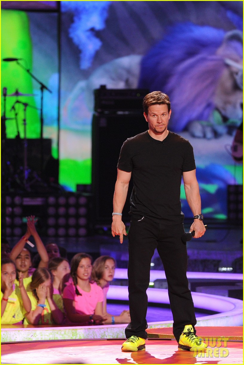 mark wahlberg kids choice awards 2014 203081348