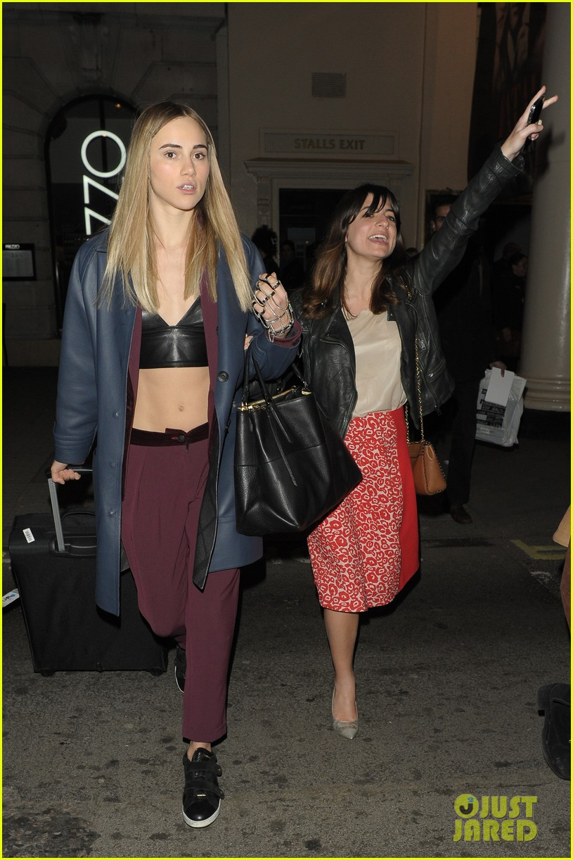 suki waterhouse exits fatal attraction press night showing off her bare midriff 053078760