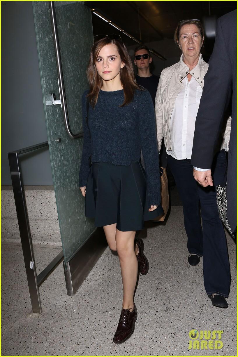 emma watson arrives in los angeles for noah premiere 02