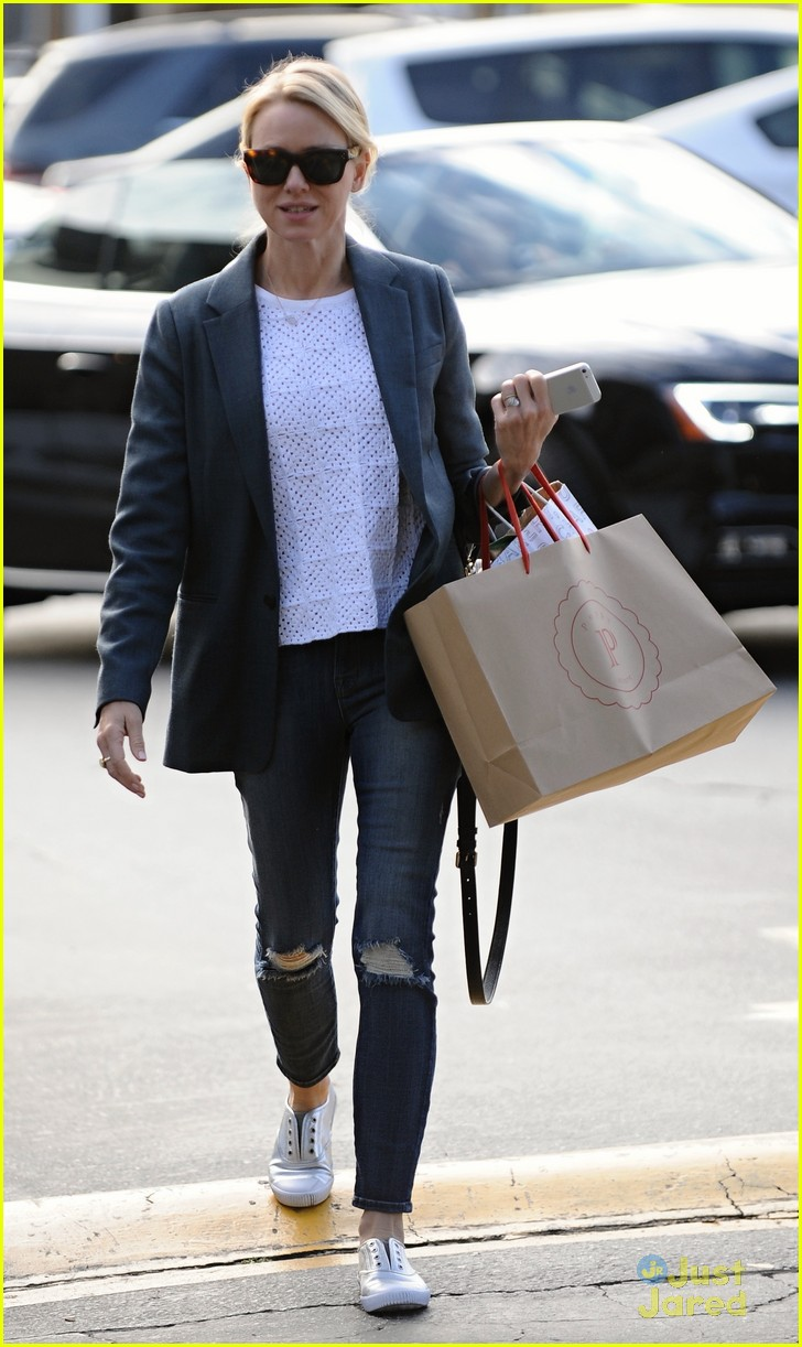 naomi watts trades glam for casual after oscars063068921