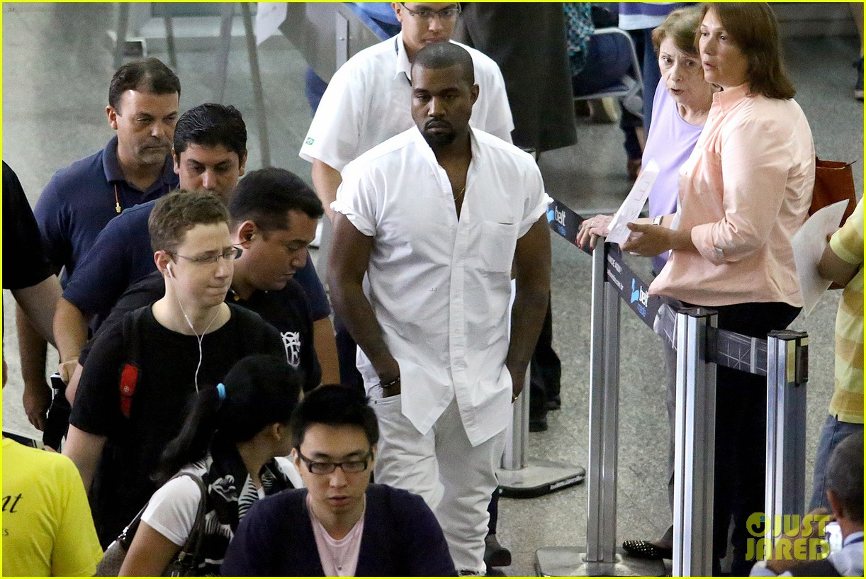 kanye west helicopter tour rio 083069091