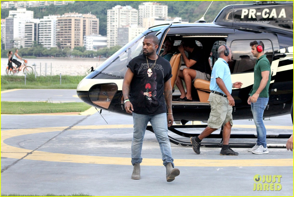 kanye west helicopter tour rio 26