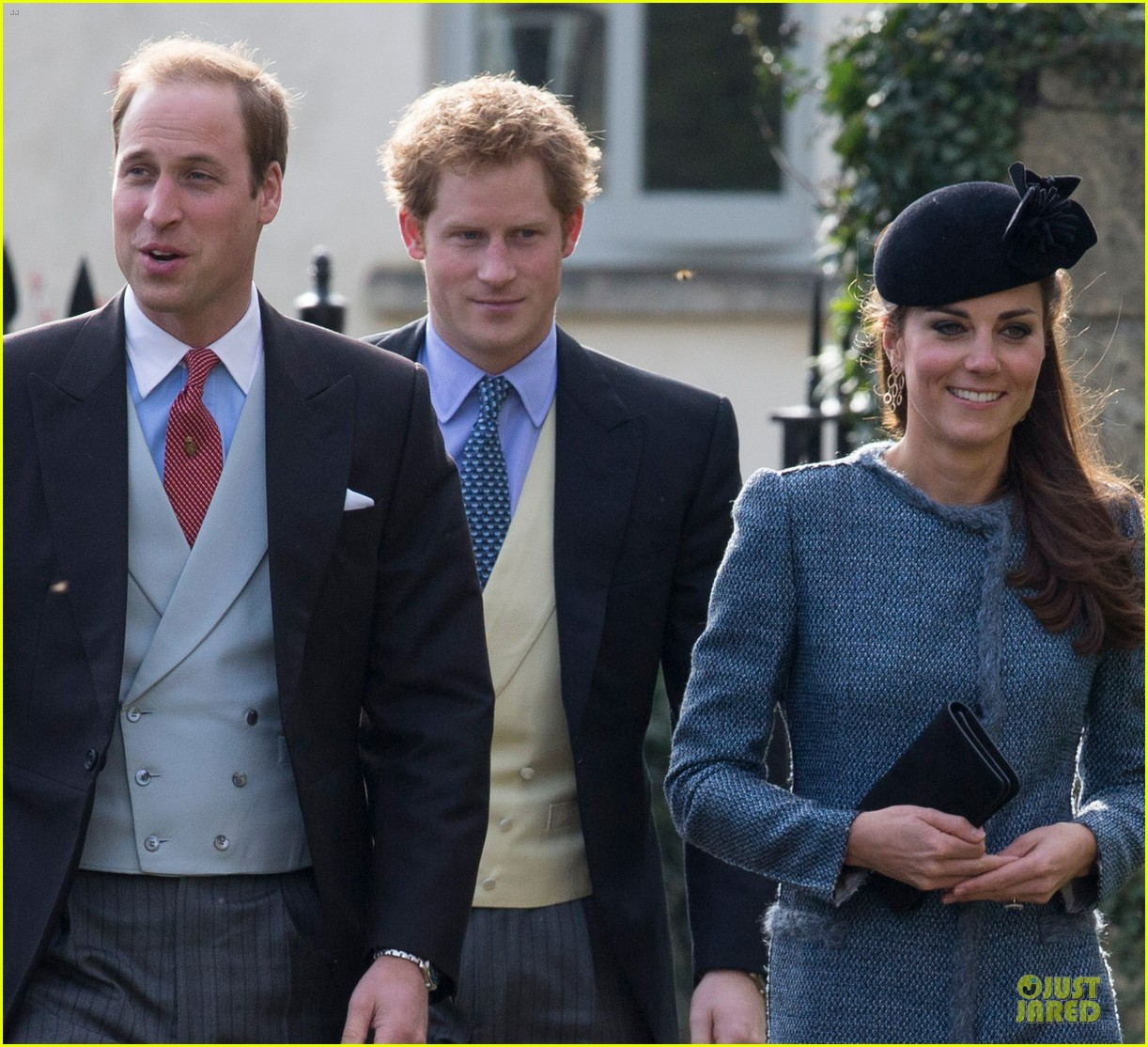 prince william kate middleton smile with george 043081228