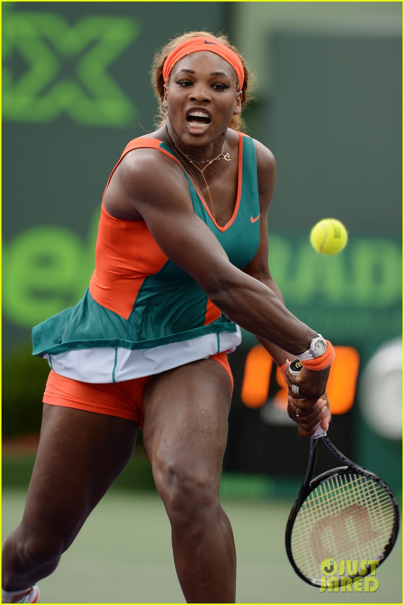 serena williams jacked physique helps her advance at sony open 113077097