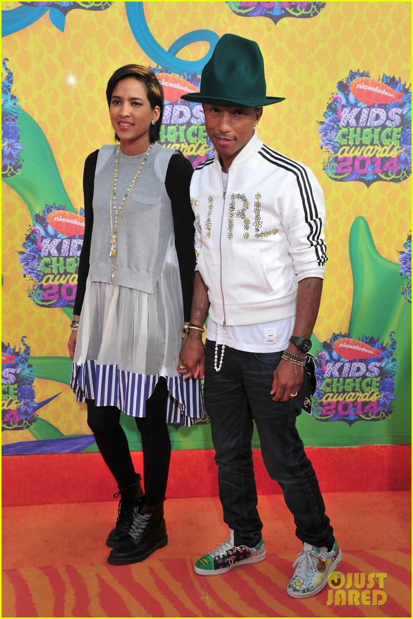 pharrell williams slimed kids choice awards 2014 013081286