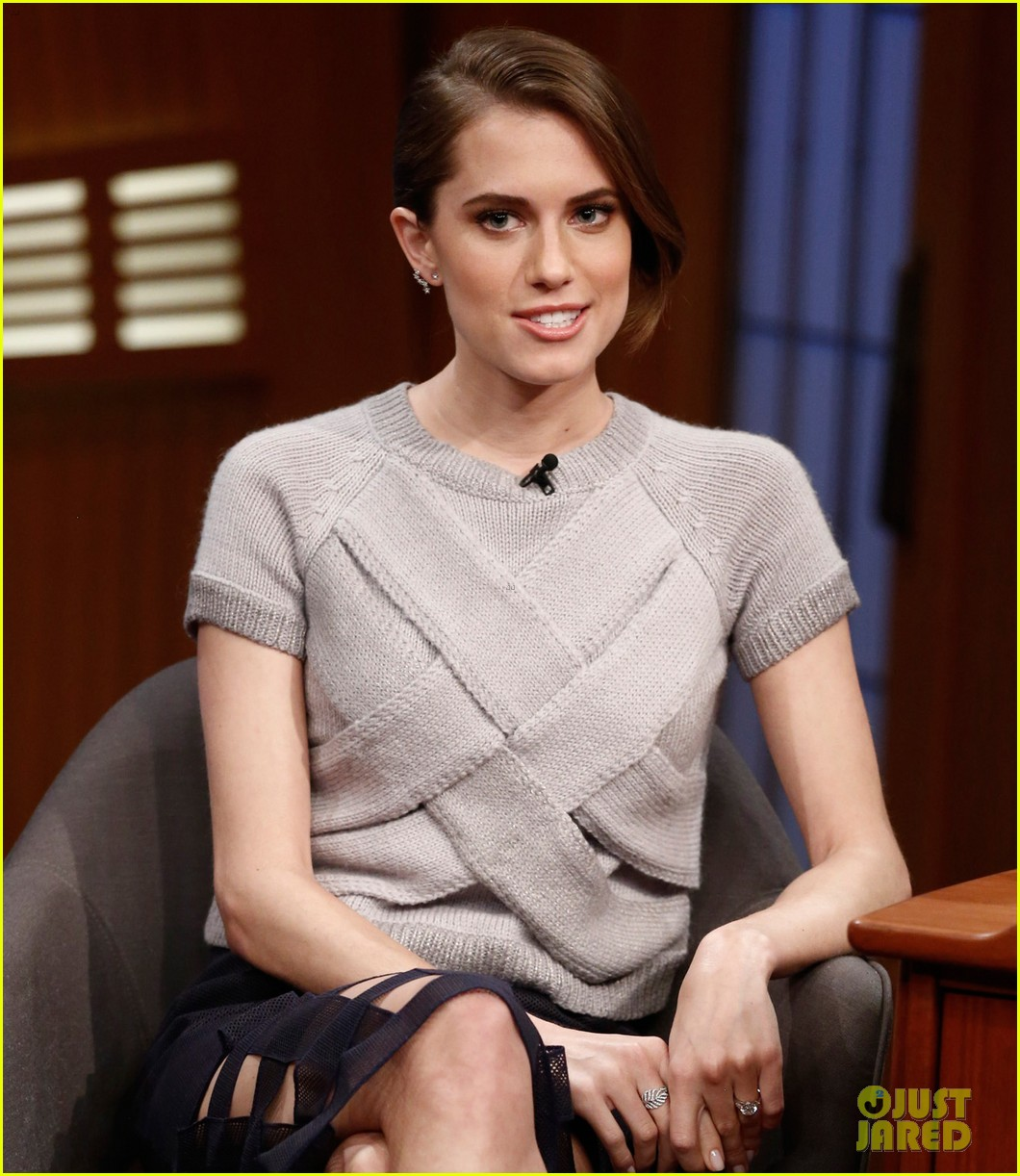 allison williams talks engagement on late night with seth meyers 013066345