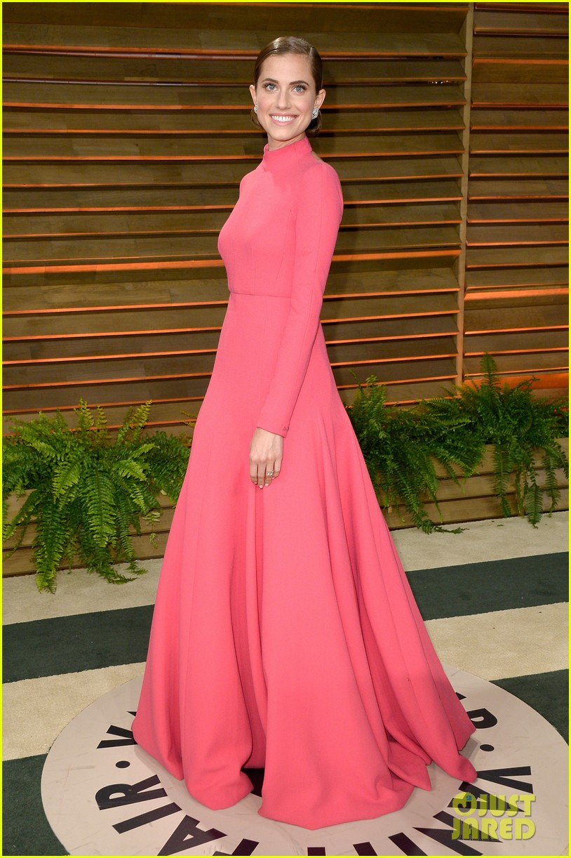 allison williams greta gerwig vanity fair oscars party 2014 033064679