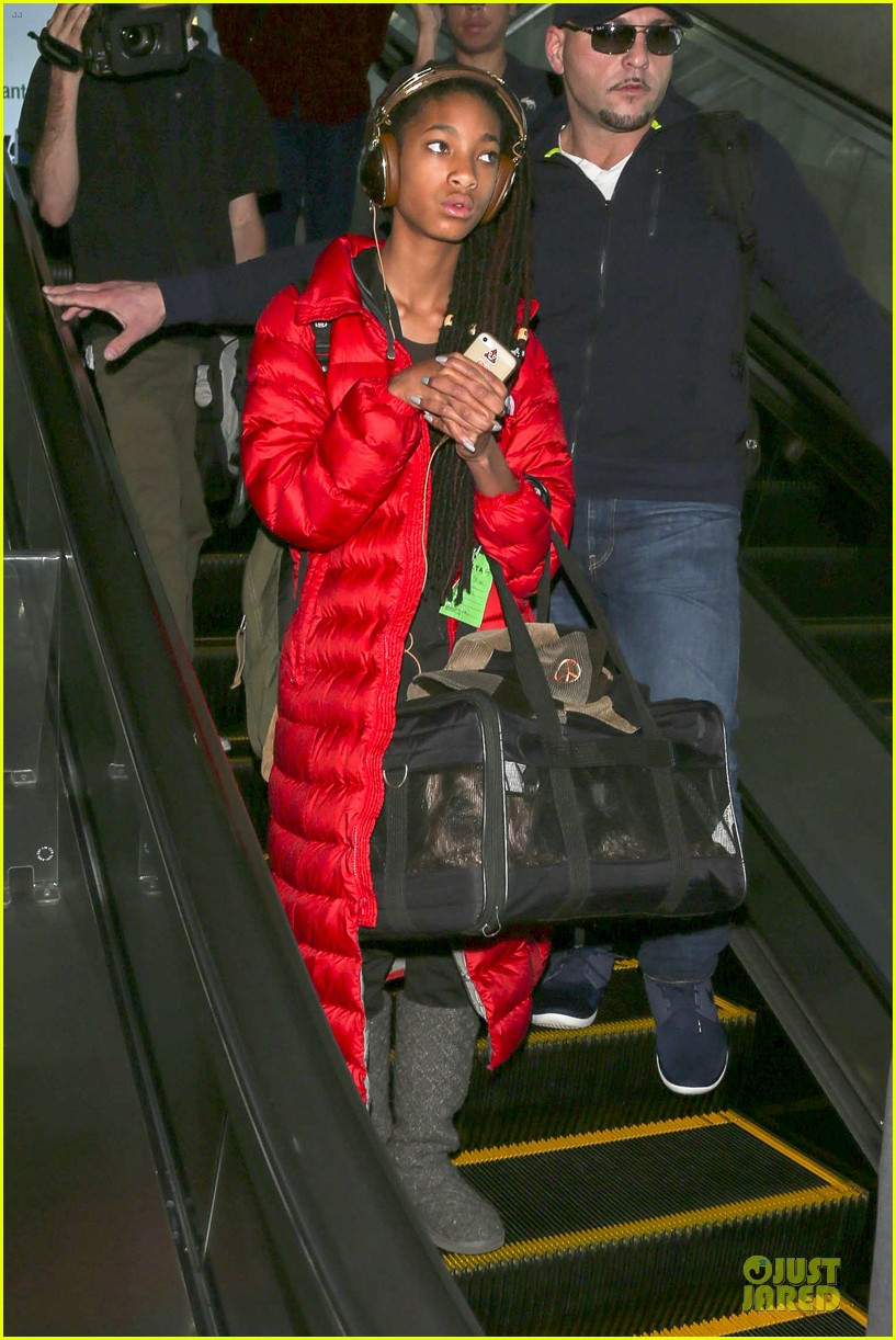 willow smith dreadlocks at lax airport 043072373