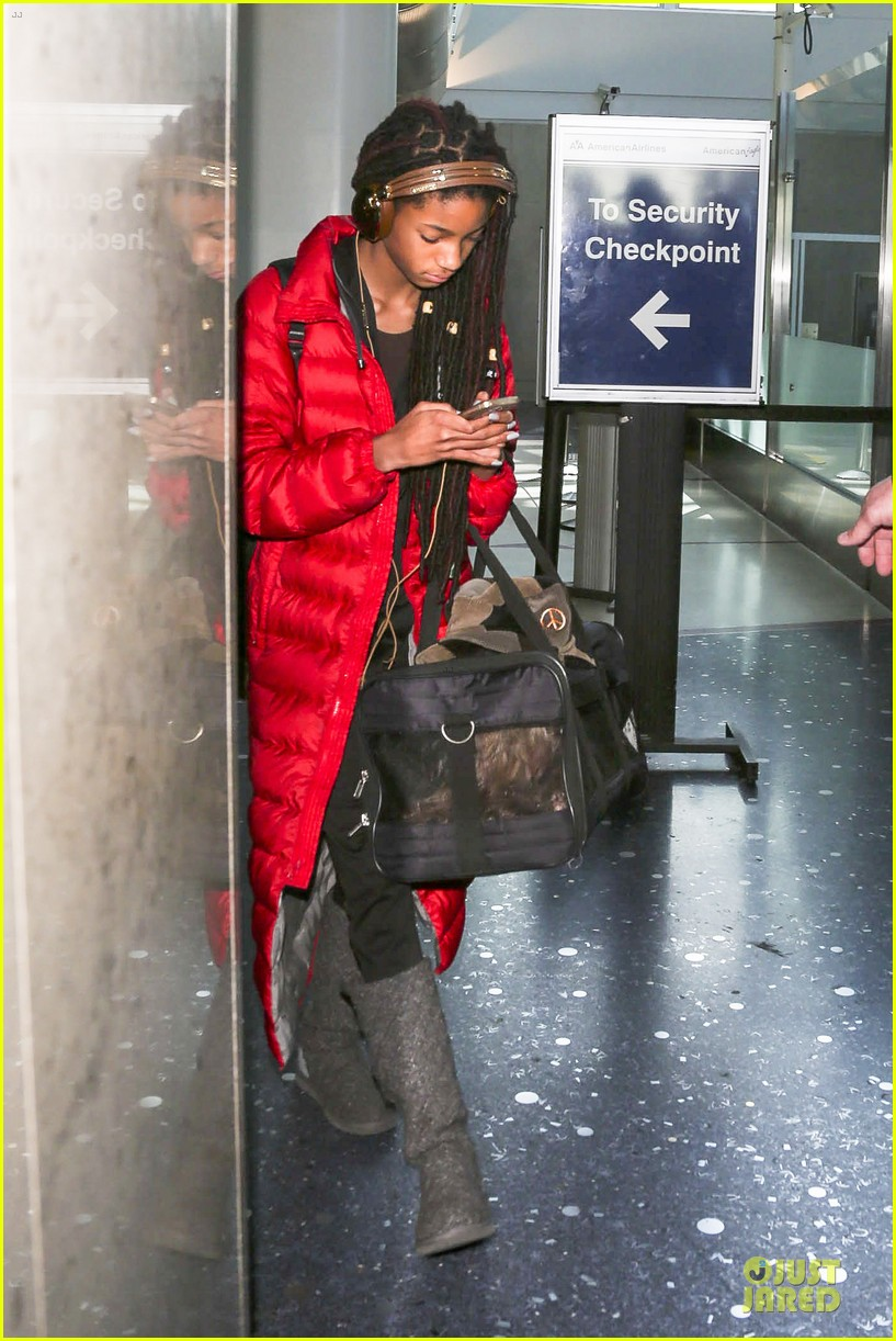 willow smith dreadlocks at lax airport 073072376