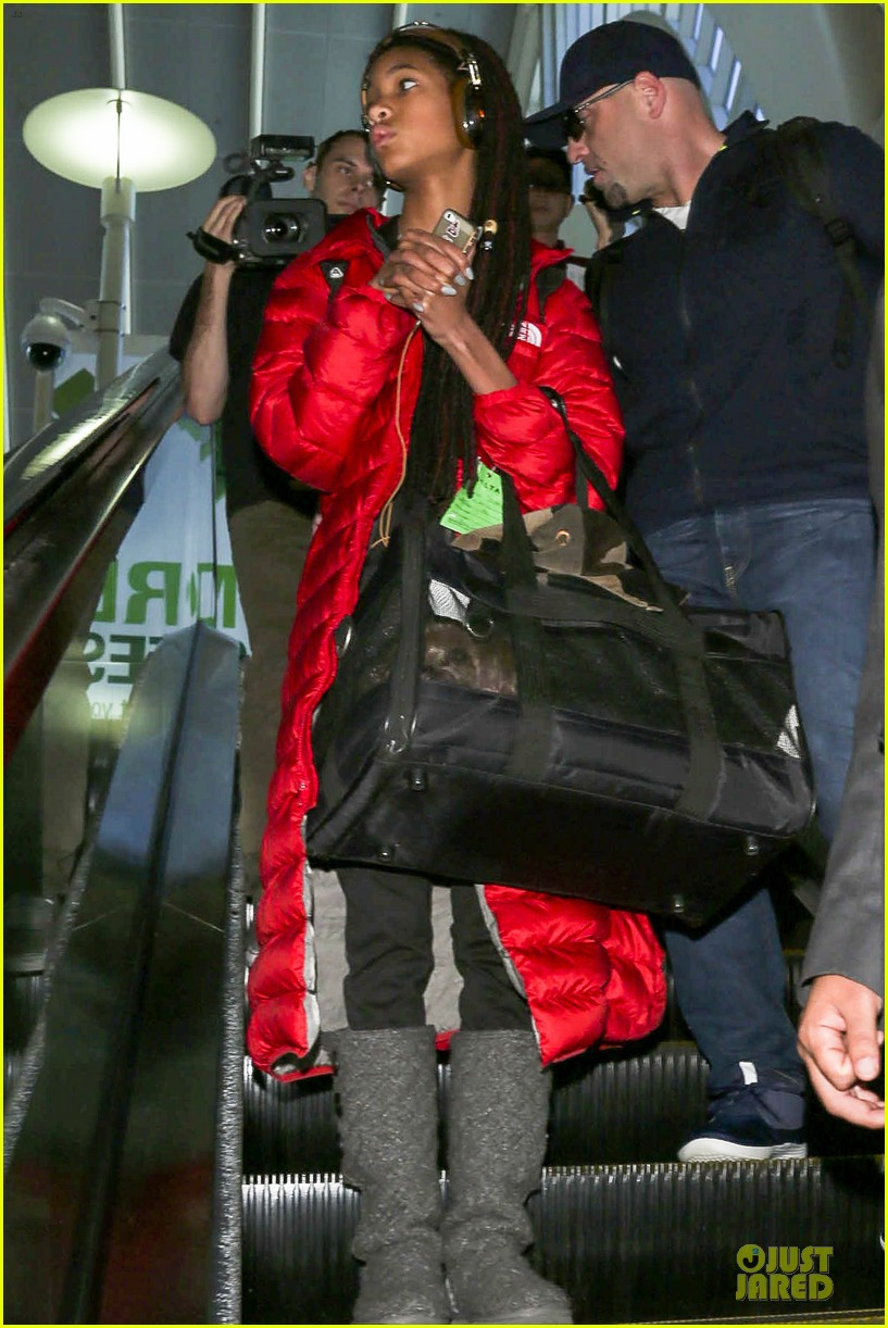 willow smith dreadlocks at lax airport 093072378