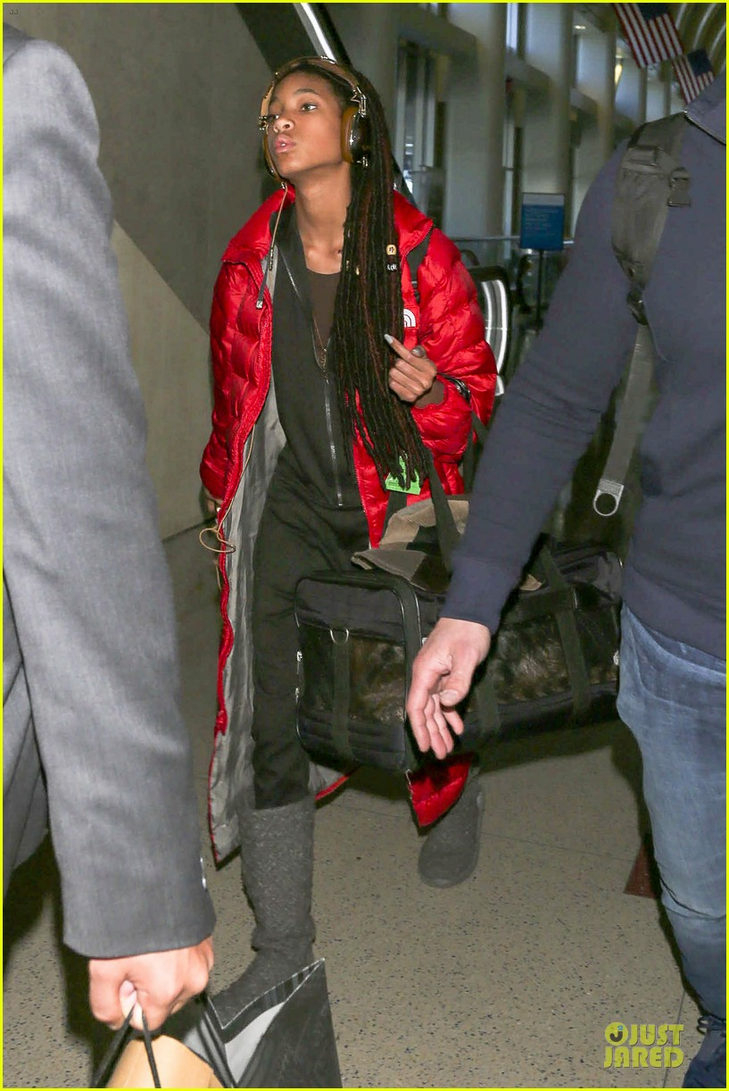 willow smith dreadlocks at lax airport 113072380