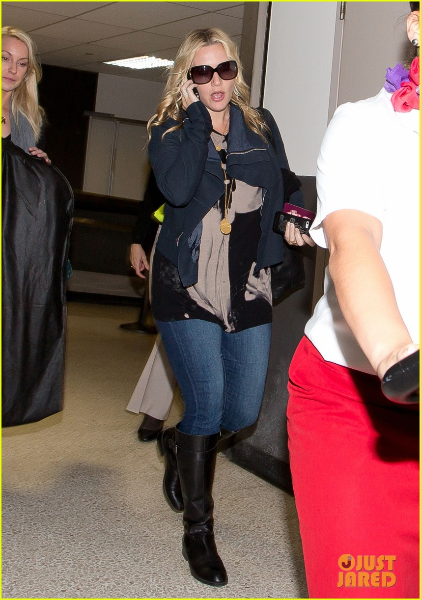 kate winslet receiving hollywood walk of fame star today 043073235