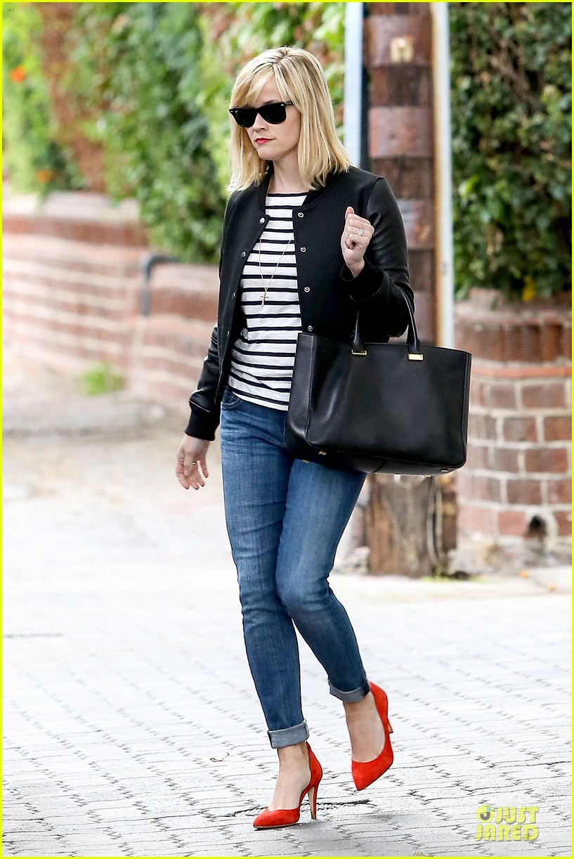reese witherspoon bowling for 38th birthday 013078100