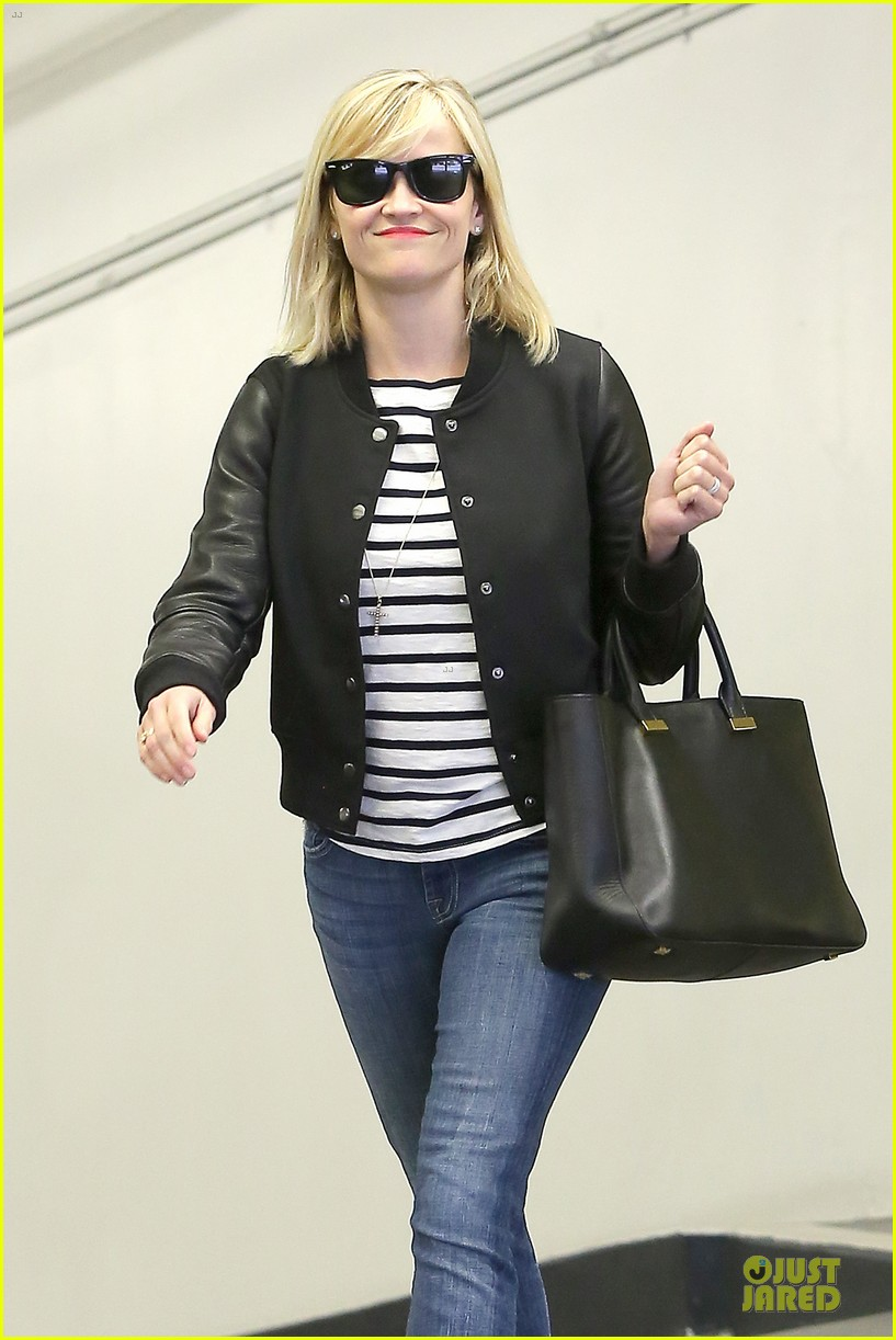 reese witherspoon bowling for 38th birthday 023078101