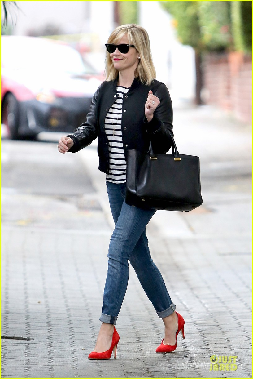 reese witherspoon bowling for 38th birthday 053078104