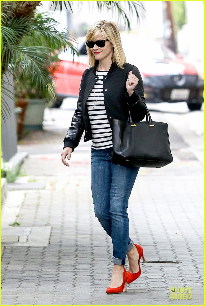 reese witherspoon bowling for 38th birthday 133078112